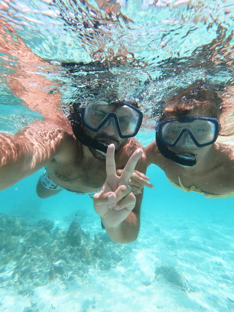 Bora-Bora vacances, couronnes de fleurs, lune de miel , GoPro